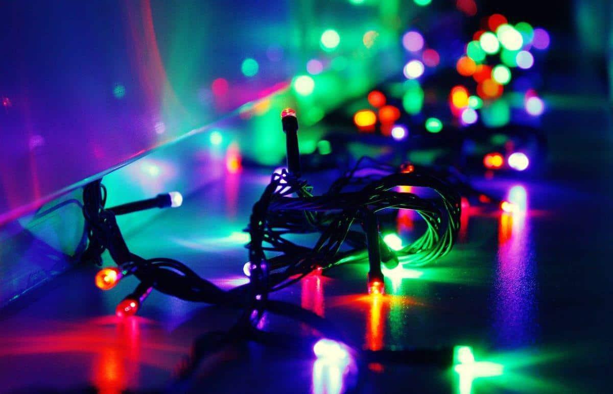 włączone, kolorowe lampki choinkowe