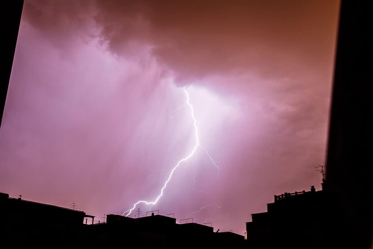 błyskawica w czasie burzy
